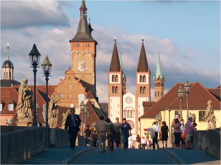 Alte-Mainbrücke-Kiliansdom