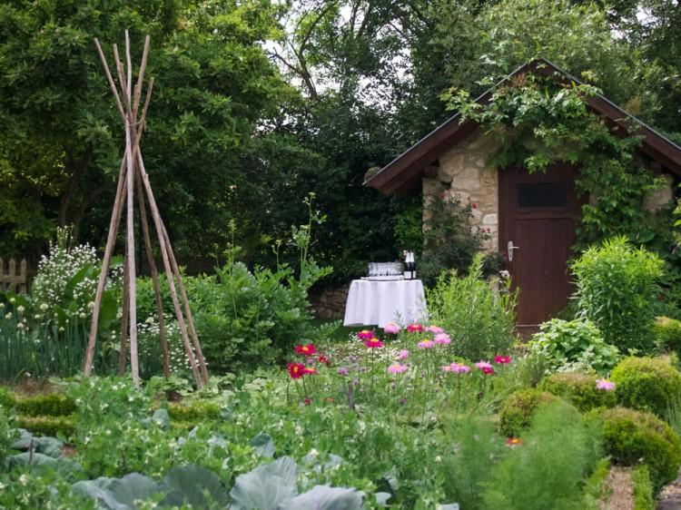 Champagne reception in the garden....