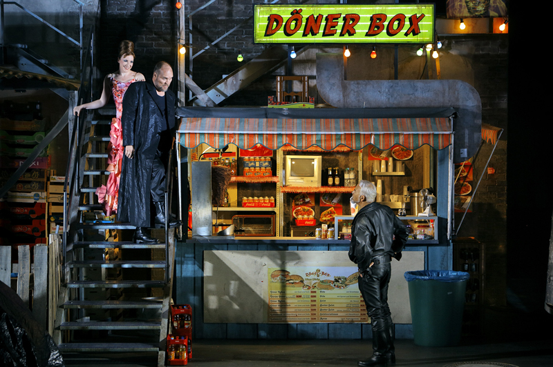 Götterdãmmerung: the Gibichungs are owners of a Döner shop somewhere in the slums of Berlin.