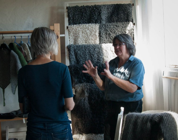 The owner Eva talks to my mother about evaluating fleeces.